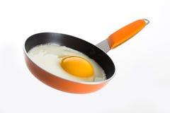 ägg stekt steka orange panna Arkivfoton