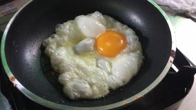 ägg stekt stekpanna arkivfilmer