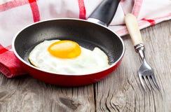 ägg stekt stekpanna royaltyfri bild