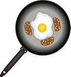 ägg stekte korvkastrull Arkivbilder