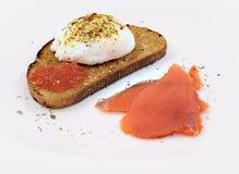 ägg tjuvjagad laxrostat bröd Royaltyfria Bilder