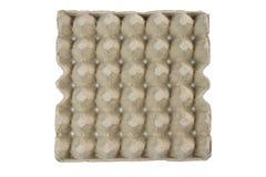 Äggmagasinet, staplar papp som förpackar för ägg som isoleras på svart bakgrund fotografering för bildbyråer