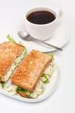 Äggsalladsmörgåsar och kaffe Royaltyfria Bilder
