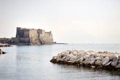 Äggslott (den Castel dell'Ovoen), Naples, Italien Arkivfoto