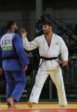 Ägypter Judoka-Islam-EL Shehaby L lehnt ab, Hände mit Israeli Ori Sasson nach verlierenden Männern zu rütteln +100 Kilogramm-Matc Lizenzfreie Stockfotos