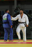 Ägypter Judoka-Islam-EL Shehaby L lehnt ab, Hände mit Israeli Ori Sasson nach verlierenden Männern zu rütteln +100 Kilogramm-Matc Lizenzfreie Stockfotografie