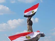 Ägyptische Demonstrationssystemholdingmarkierungsfahne Stockbilder