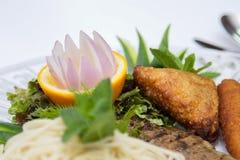 Ägyptische Nahrungsmittelteigwaren und -steak stockfoto