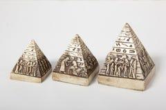 Ägyptische Pyramiden auf einem weißen Hintergrund Lizenzfreies Stockbild