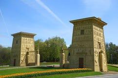Ägyptische Tore bei Tsarskoye Selo Stockfotos