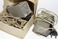 Ähnlicher alter Antrieb blitzt mit langem Kabel mit Stecker Lizenzfreie Stockfotografie