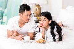 Äktenskapliga frågor - mankänsla som kasseras av frun Royaltyfria Bilder