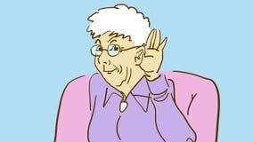 Äldre dam In Armchair Listens för tecknad film uppmärksamt med hennes hand på hennes öra rolig granny Arkivfoton