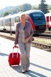äldre hög kvinna royaltyfri foto