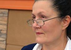 äldre kvinna för karriärexponeringsglas Arkivfoto