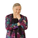 Äldre kvinna som är borttappad i tanke, hans huvud på hans hand Arkivfoto