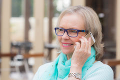 Äldre kvinnatelefon Royaltyfri Fotografi