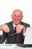 äldre lyckat för entreprenörkontor arkivfoto