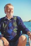 Äldre man på yachten på havet Royaltyfri Bild