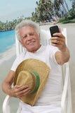Äldre man som föreställer sig Fotografering för Bildbyråer