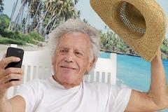 Äldre man som föreställer sig Royaltyfri Foto