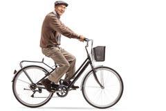 Äldre man som rider en cykel Royaltyfri Foto