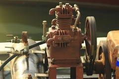 Äldre motorer ger syre för fisk arkivbilder