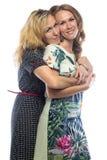 Äldre och mer ung blonda systrar Arkivbild
