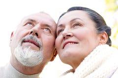 äldre parlovande person Arkivfoto