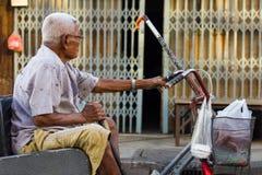 Äldre rullstolcykel royaltyfri foto