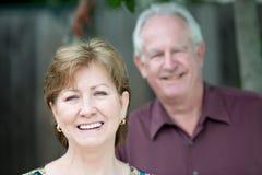 äldre stående för par Royaltyfri Bild