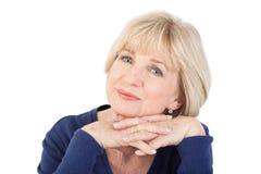 Äldre tänka för kvinna som isoleras på vit bakgrund Royaltyfri Fotografi