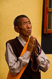 Äldre tibetan man, Boudhanath tempel, Katmandu, Nepal Arkivbilder