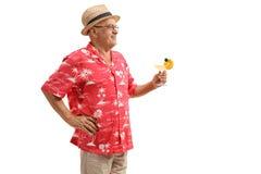 Äldre turist med en coctail Arkivbild
