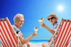 Äldre turister med coctailar Royaltyfri Bild
