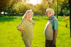 Äldre utomhus- man och kvinna Royaltyfria Foton