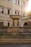 Äldst roman springbrunn framme av basilikan av vår dam, Rome, Italien Royaltyfri Fotografi