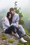 älska för par som är utomhus- Fotografering för Bildbyråer