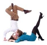 Älska isolerat att kyssa för par Royaltyfria Foton