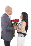 Älska lyckliga par tillsammans.  Valentindagbegrepp. Arkivbilder
