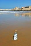 Älska meddelandet i en flaska, Cadiz, Andalusia, Spanien Arkivfoto
