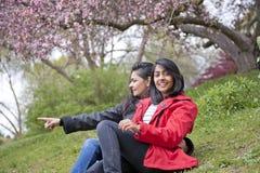 Älska modern och dottern Fotografering för Bildbyråer