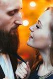 Älska par i en restaurang Royaltyfria Foton