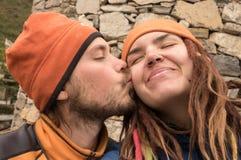 Älska par på en resa Royaltyfria Foton