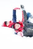 Älska par på en vinter gå Royaltyfria Foton