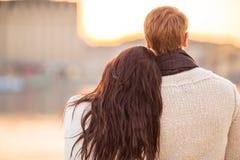 Älska par på ett datum Royaltyfria Bilder