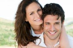 Älska par på ryggen Fotografering för Bildbyråer