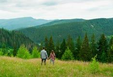Älska par som har gyckel på sommarsemester Royaltyfri Fotografi