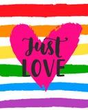 Älska precis den inspirerande affischen för glad stolthet med regnbågespektrumflaggan, hjärtaform, borstebokstäver stock illustrationer