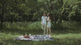Älska romantisk överraskning för mandanande till hans kvinna